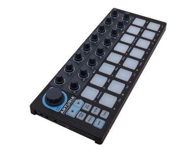 7735_arturia-beatstep-black-edition_left56c10790d281c